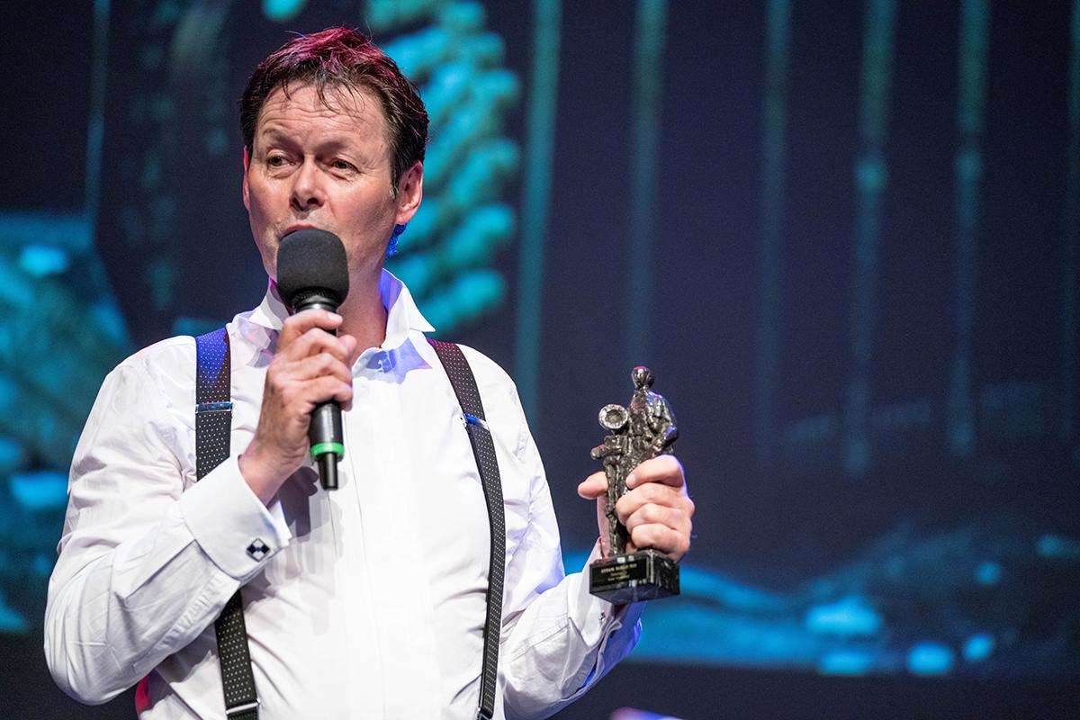Carel Kraayenhof ontvangt de Edison Oeuvre Award