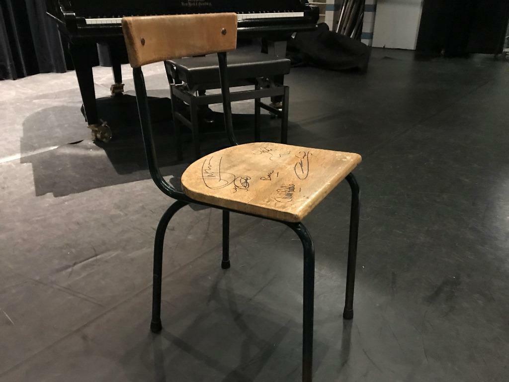 gesigneerde stoel